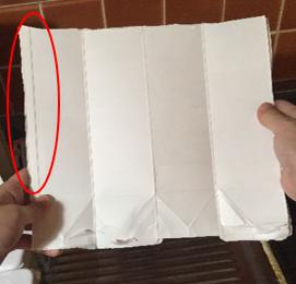 牛乳パックをハサミで切る(3)