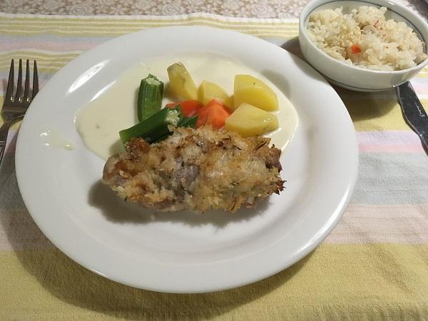 チキンの香草焼きと蒸し野菜とご飯