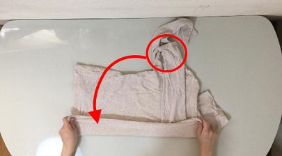 袖を手前に倒す説明写真
