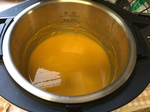 ホットクックで調理した後のかぼちゃのポタージュ(牛乳を入れた後)