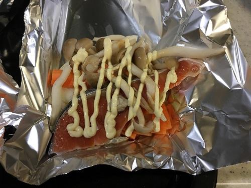 ヘルシオで調理する前の鮭のホイル焼き