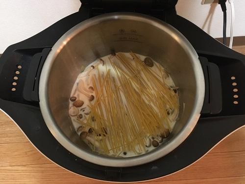 ホットクックで調理する前のカルボナーラ