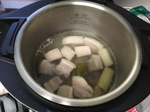 ホットクックで調理中の豚の角煮(その1)