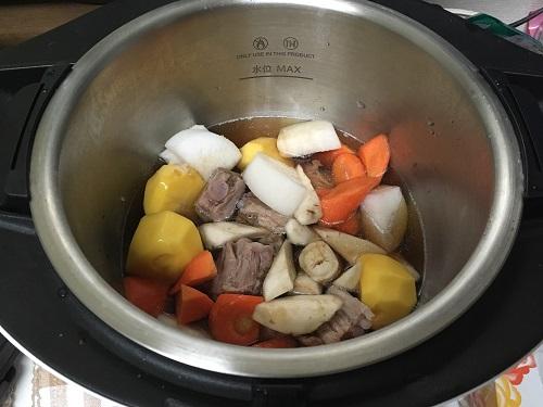 ホットクックで調理した後の豚なんこつの煮物