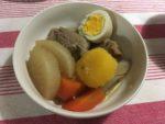 皿に盛られた豚なんこつの煮物
