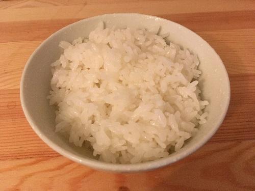 皿に盛られたご飯
