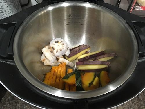 ホットクックで調理する前の蒸し野菜