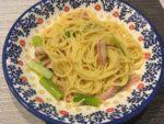 皿に盛られたペペロンチーノ