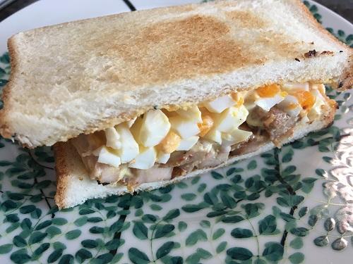 グリルチキンのサンドイッチ