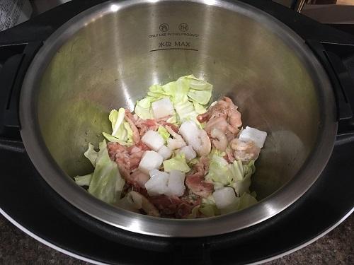 ホットクックで調理する前の上海風やきそば