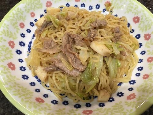 皿に盛られた上海風やきそば