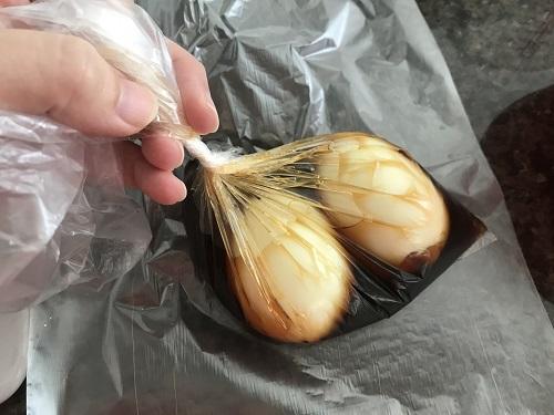 ビニール袋に入った2つの味玉