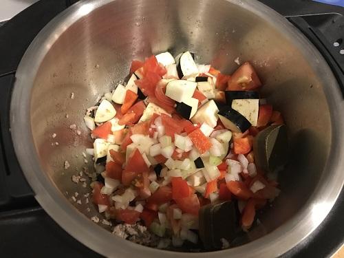 内鍋に入った野菜